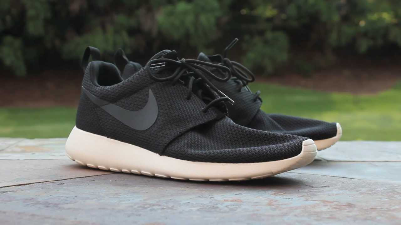 nike roshe run black